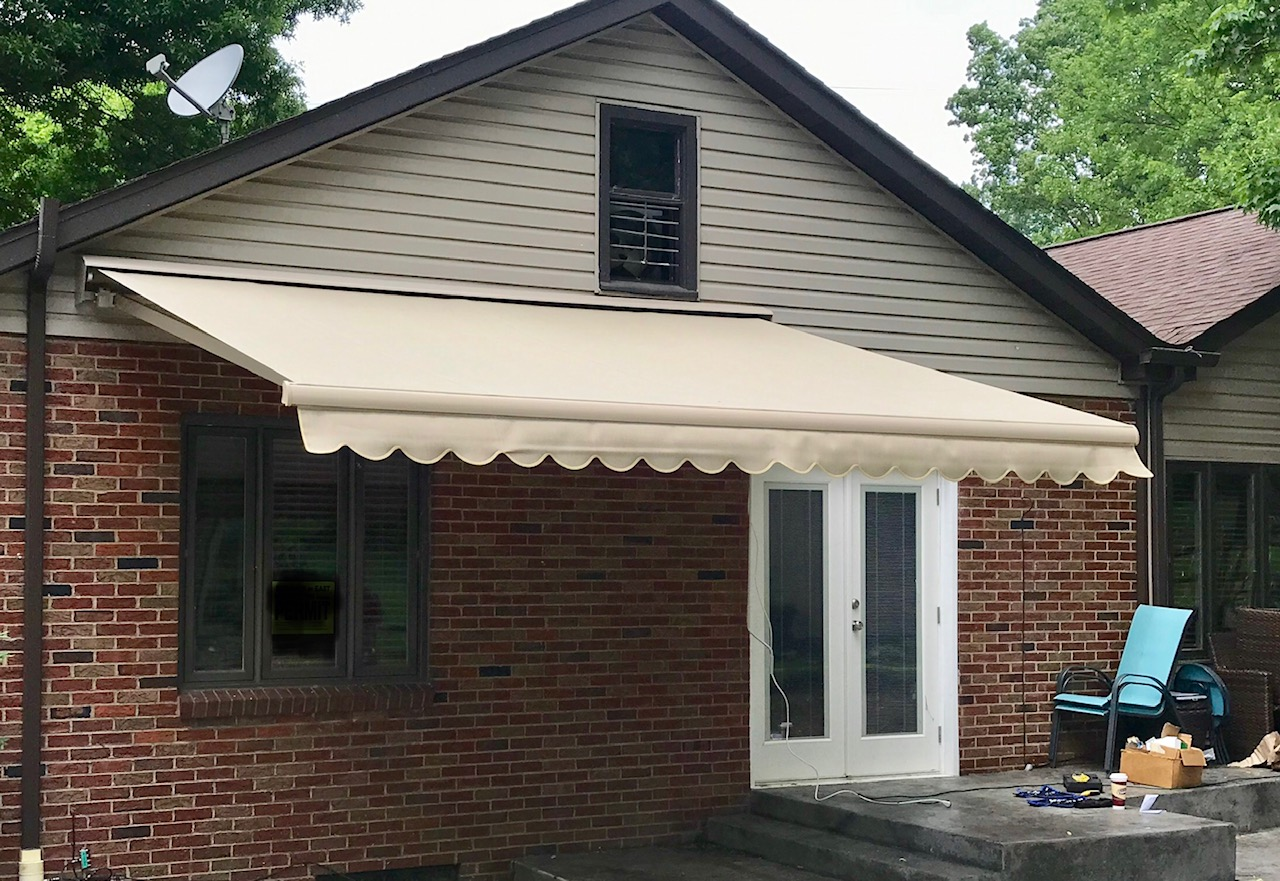 Retractable   Country Canvas Awnings